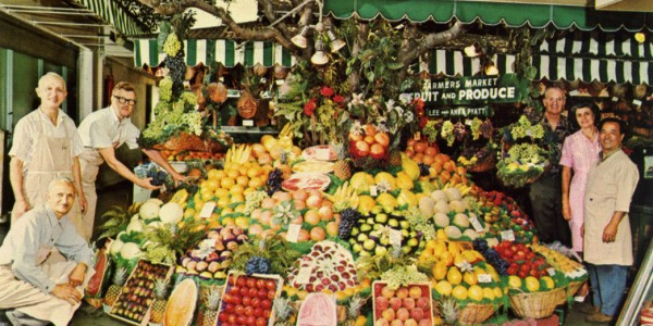 Farmers_Market_Fruit_and_Produce_Stall_144_Los_Angeles_California_P70436