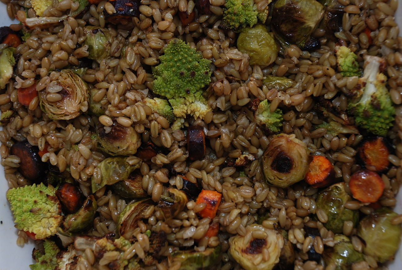1280px-Freekeh_with_roasted_vegetables