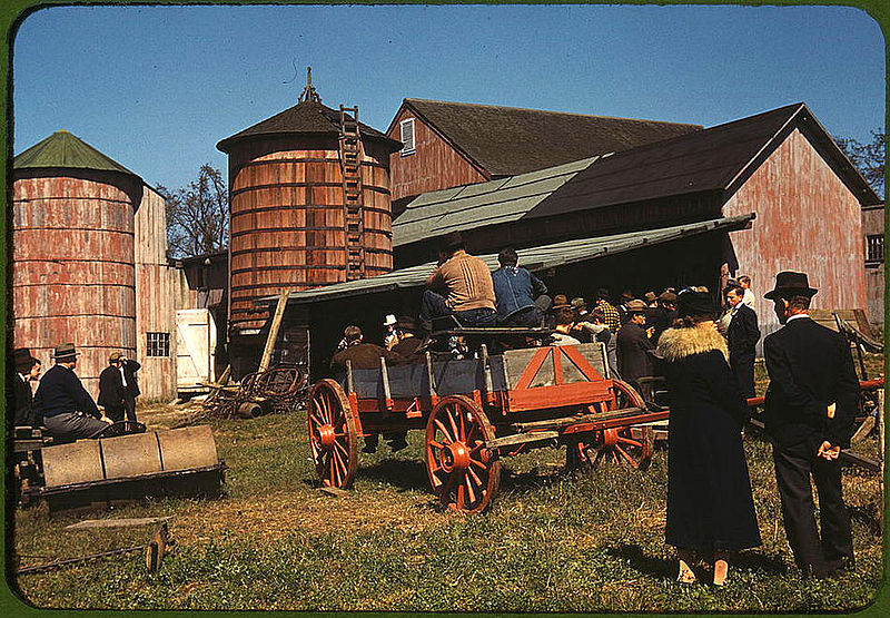 800px-Farm_auction__Derby,_Connecticut,_September_1940