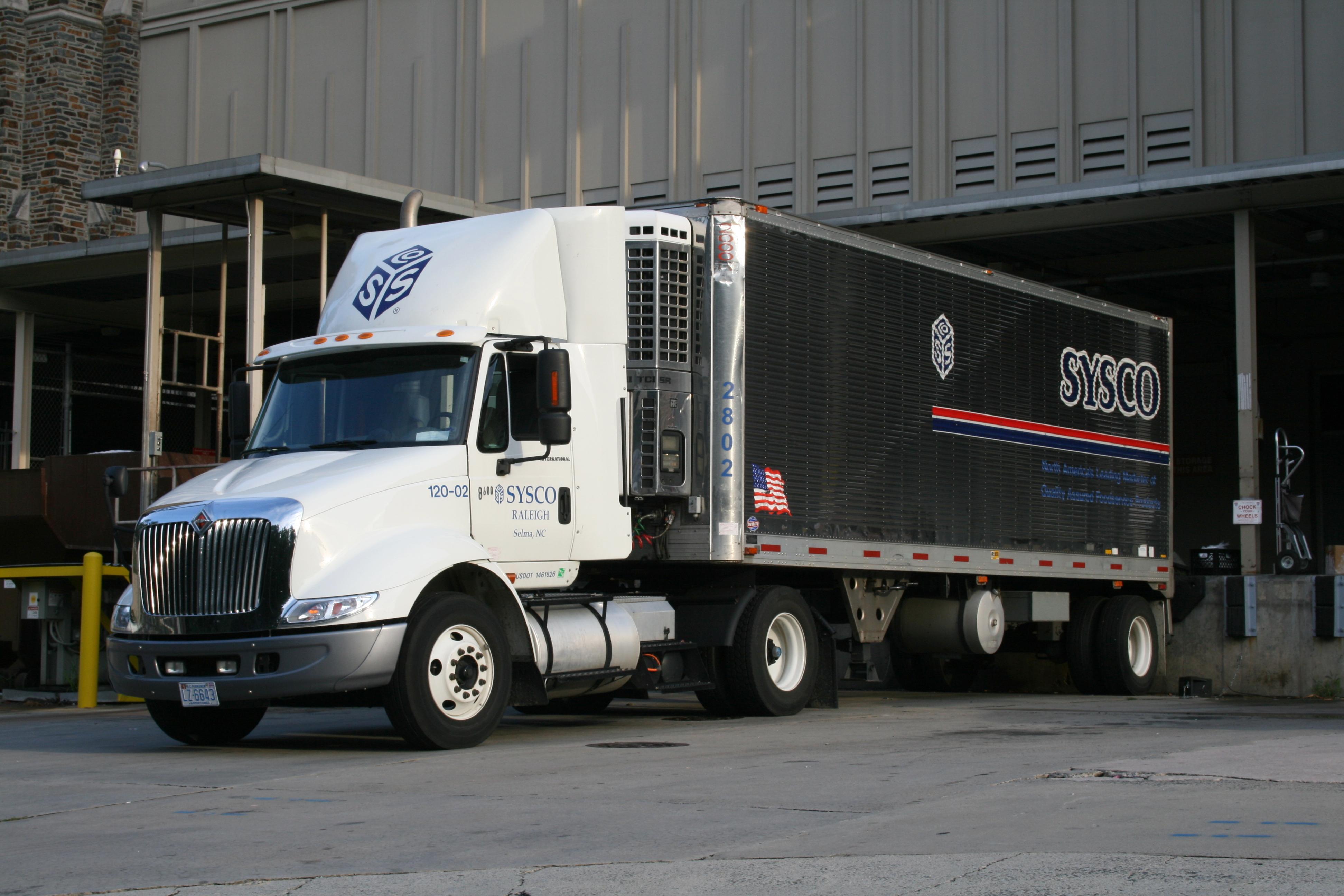 2008-07-24_International_truck_docked_at_Duke_Hospital_South_2