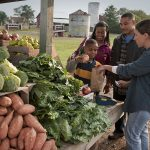 800px-USDA_is_working_hard_to_expand_access_to_farmers'_markets_for_those_participating_in_the_Supplemental_Nutrition_Assistance_Program_(SNAP)