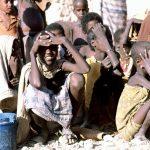 1280px-Somali_children_waiting